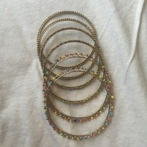 Jewelry - set of 6 golden bangles